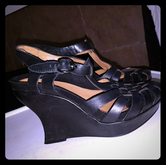 5a059ac0b2b7 Earthies Shoes - EARTHIES PALERMO WEDGE ANKLE T STRAP HEELS Sz 7.5